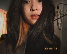 Love you bae ( imagine ) Korean Girl, Asian Girl, Hair Streaks, Dye My Hair, How To Pose, Grunge Hair, Woman Crush, Ulzzang Girl, Aesthetic Girl