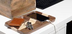 Sista gången du behöver leta efter plånbok och mobil. Köp denna Valet tray på www.sawyerstreet.se - Fraktfritt - #sawyerstreetgoods #livsstil #inredning #heminredning #inredningstips #accessoarer #accessoar #herraccessoarer #herrstil #stil #herrmode #trä #presenttips #tillhonom #kvalitet #exklusiv #hantverk #handgjort #handgjord #praktisk #sofistikerat #skrivbord #sovrum #kontoret