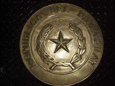 Escudo del Paraguay en bronce.