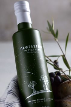 Aspa Chroneou | Brand Identity Design - Peftasteri Olive Oil ,The shooting star #packaging #design #diseño #empaques #дизайна #упаковок #embalagens #emballage #worldpackagingdesign worldpackagingdesign.com