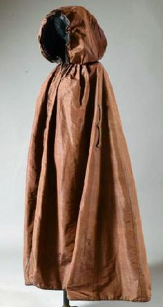 Cape, last quarter 18thC, chocolate taffeta, scalloped collar with wavy stitching, lining, laces and hood in plum taffeta, slots to move arms in and out hidden by two flaps. Coutau-Bégarie
