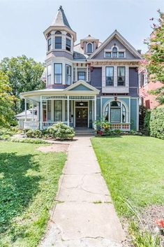 1902 Queen Anne Zu Verkaufen In Lynchburg Virginia Victorian Homes Exterior, Victorian Style Homes, Victorian Architecture, Victorian Decor, Victorian Houses For Sale, Victorian House Plans, Victorian Farmhouse, Beautiful Buildings, Beautiful Homes