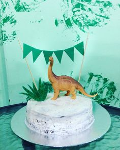 Homemade, simple dinosaur cake for the big 2 year old - Birthday Cake Easy Ideen 3 Year Old Birthday Cake, Modern Birthday Cakes, Special Birthday Cakes, 3rd Birthday Cakes, Homemade Birthday Cakes, Boy Birthday Parties, 4th Birthday, Birthday Ideas, Dinosaur Cakes For Boys