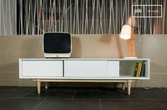El aparador de TV Fjord aporta un toque escandinavo al hogar con su color blanco y sus pies compás