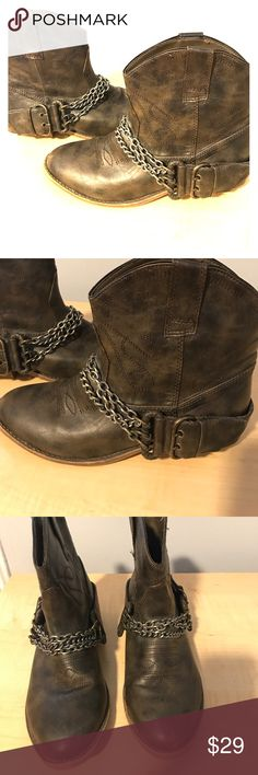 Brown chain short boots Candles brand size 8 Excellent like new condition Candie's Shoes
