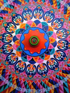 Here is the traditional wheel painting that was done on the oxcarts in #Costa Rica. The tradition lives on in the community of Sarchi. Each oxcart is handpainted and they all have individual and unique patterns.