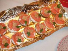 Cenar a base de canapés: 45 ideas para montar un menú de aperitivos Appetizer Recipes, Salad Recipes, Appetizers, Ideas Para Canapés, Kitchen Dishes, Vegetable Pizza, Food To Make, Catering, Curry