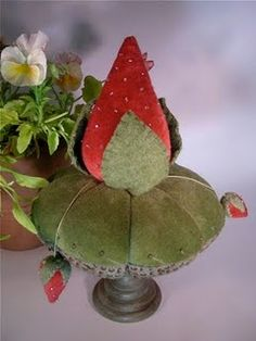 velvet strawberry pinkeep - very pretty! Sewing Crafts, Sewing Projects, Diy Crafts, Sewing Tools, Sewing Kits, Sewing Ideas, Half Dolls, Needle Book, Penny Rugs