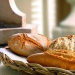 Bodegón de panes artesanos redondos