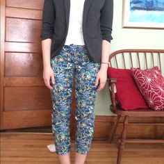Loft floral Pants These pants are prefect for spring! There are in great condition with out any noticeable wear or stains. They are a size 4, and do run a tad big. (Typical for the brand) They hit right at the ankle and can either be rolled up to a Capri or left as is. They look great with the Loft stretch blazer for a cute professional look! Buy them together for 15% off!! Let me know if you have any questions!  LOFT Pants Ankle & Cropped