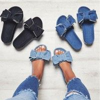 Specifications: Fashionable bowknot slippers for women. Made of high quality material, it is brea
