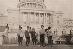 The History Place - Child Labor in America 1908-12: Lewis Hine Photos - Newsies