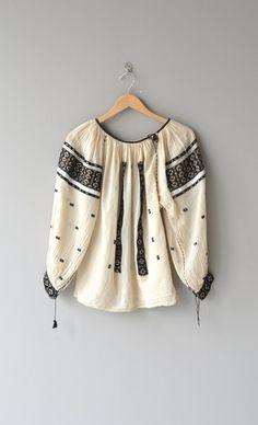 Romanian folk blouse embroidered blouse by DearGolden Boho Fashion, Vintage Fashion, Ethno Style, Diy Schmuck, Peasant Blouse, Embroidered Blouse, Tee Dress, Cotton Blouses, Vintage Tops
