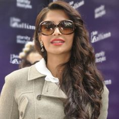 #sonamkapoor  #hot  #sunglasses #women  #VisionExpressIndia  #Blossoms Sonam Kapoor is looking hot in these classic oversized frames. Isn't she? Get the latest in the hottest women's sunglasses from the Blossoms Collection at a Vision Express store near you. Image:  http://2.bp.blogspot.com/