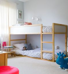 Three Twin Beds Design Ideas, Pictures, Remodel and Decor Bunk Beds With Stairs, Kids Bunk Beds, Loft Beds, Kura Cama Ikea, Ikea Hack Kids, Ikea Hacks, Bunk Bed Designs, Shared Rooms, Kids Room Design