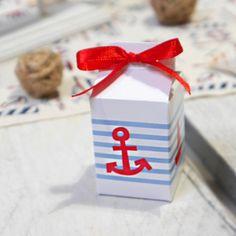 Boites à dragées originale Alyzée bateau sur le thème de la mer pour toute cérémonie, boite à dragées vendue par 10, les dragées et rubans sont vendus séparément.