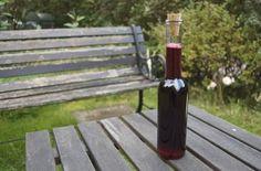 Elderberry Vinegar Recipe - for anti-viral salad dressing. Use as altenative to balsamic!  http://www.eatweeds.co.uk/elderberry-balsamic-vinegar