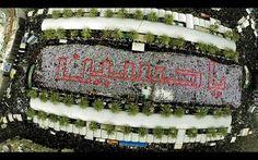 كتلة بشرية اجتمعت عند رياض النور في كربلاء لأبرام عهدها في حب الحسين (عليه السلام) هكذا فعل احباب الحسين عليه السلام في كربلاء ا موكب بني عامر يكتبون (ياحسين ) مابين الحرمين