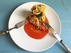 Sacchettini di crepes ripieni di insalata greca - di Angela Simonelli #fuudly #ricette