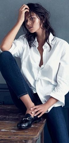 The Perfect White Shirt fuses exquisite craftsmanship with femininity, impeccable cuts with comfort, simply shirt perfection for women White Shirt Outfits, White Shirt And Jeans, White Shirts, Dark Denim Jeans, Blue Jeans, Skinny Jeans, Classic White Shirt, Crisp White Shirt, Looks Style