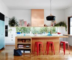 The best kitchen designs from Australian House and Garden magazine in including modern splashback ideas, affordable alternatives to marble and decor ideas. Kitchen Interior, New Kitchen, Kitchen Decor, Interior Livingroom, Interior Modern, Kitchen Storage, Küchen Design, House Design, Kitchen Island Bench
