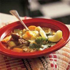 """Caldo de res es un comida typical de Chihuahua, Mexico. Caldo de Res significa """"bear soup"""". Tiene pescado y pimienta colorado. Tambien, tiene maíz, zanahorias, papas, calabaza, col y el cilantro. La gente de Chihuahua deshidratada la comida porque de las condiciones climáticas extremas. Esta es un estilo unico de comida pero es muy delicioso."""