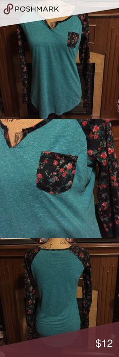 Rue 21 Long Sleeve Vneck Top Super cute Rue 21 Long Sleeve Vneck Top Teal with cute floral design on sleeves & breast pocket! In perfect condition no rips or stains! Rue 21 Tops Tees - Long Sleeve
