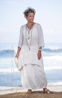Thin linen Organdi Shirt Emilie with our natural white linen skirt Zo�
