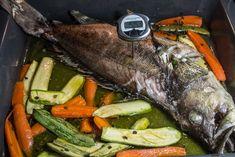Εύκολο Ψαρι ψητό στο φούρνο με λαχανικά How To Cook Fish, Cooking Fish, Meat, Recipes, Greek, Food, Recipies, Essen, Meals
