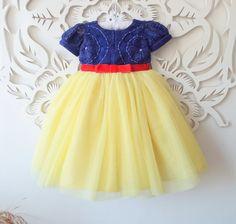 Lindo vestido em tule, cetim, renda e pérolas. <br>Disponível nós tamanhos 1 ao 12. <br> <br>Super luxo para princesas!