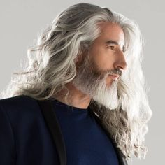 42 Hairstyles for Men with Silver and Grey Hair - Men Hairstyles World - Frisuren Silver Hair Men, Long Gray Hair, Men With Grey Hair, Long Hair Man, White Hair Men, Older Mens Hairstyles, Trendy Mens Haircuts, Cool Hairstyles, Viking Hairstyles