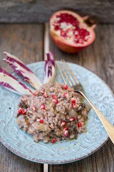 Prepariamo un buonissimo risotto al radicchio e melograno, un'abbinata tutta autunnale dai colori accesi e contrastanti! Provatelo anche voi!