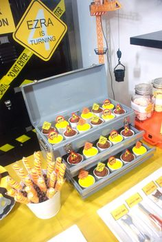 Cute idea! Display cupcakes out of the drawers of a tool box. Fun!!!