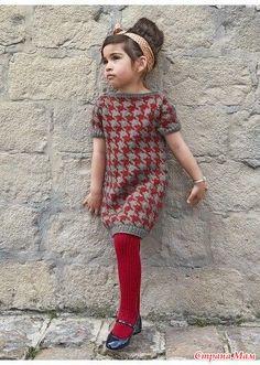ПЛАТЬЕ ДЛЯ ДЕВОЧКИ С УЗОРОМ ГУСИНЫЕ ЛАПКИ  Платье с короткими рукавами (д) 35*168 Bergere de France  Размеры: 2 – 3 – 4 – 5 – 8 лет