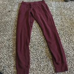 Comfortable booty poopin joggers ! Maroon comfortable joggers with front pockets size XS Mossimo Supply Co Pants