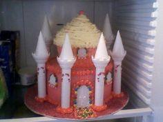 Castle cake Gingerbread, Castle, Cakes, Baking, Desserts, Food, Tailgate Desserts, Scan Bran Cake, Patisserie