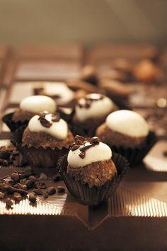 Nusspraline auf Schokolade