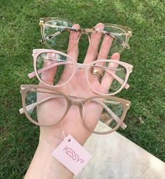 Brille - Home Maintenance - No Make Up - Glasses Frames - Homecoming Hairstyles - Rustic House Glasses Frames Trendy, Fake Glasses, Cool Glasses, New Glasses, Cute Sunglasses, Sunglasses Women, Glasses Trends, Fashion Eye Glasses, Mode Outfits