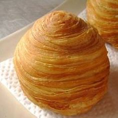 Thousand Layers Spiral Mooncake Recipe.just looks cool Asian Desserts, Mini Desserts, Just Desserts, Dessert Recipes, Mooncake Recipe, Moon Cake, Asian Cooking, Churros, Sweet Recipes
