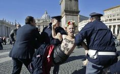 Protesta Femen in Piazza San Pietro