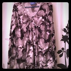Grey floral top Gently worn flowy top from Simply Vera. Simply Vera Vera Wang Tops Blouses