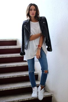 Outfit Style – Casual street style outfits for young guys Our Most Favourite Look – Light Blue Jeans + White Crew Neck T-shirt + Black Bomber Jacket T-shirt Und Jeans, Jeans And Vans, Ripped Jeans, Skinny Jeans, Black Jeans, Slim Jeans, Cut Jeans, Denim Pants, White High Top Sneakers