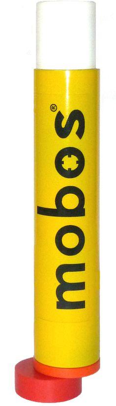 Der MOBOS-Sender mit automatischem Schalter.für Feststoffwesten. Um den Sender zu aktivieren, muss der Schalter einfach nur um 180° gedreht werden. Dadurch ist er auch unter Stress und mit klammen, kalten Fingern leicht zu bedienen. Nach dem Einschalten rastet der Schalter ein, um ein versehentliches Ausschalten zu verhindern.