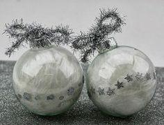 Trasformare semplici palline di vetro in scintillanti decorazioni per l'albero
