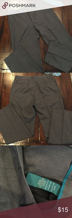 Excellent condition men's grey Cubavera dress pant Excellent condition men's Cubavera dress flat front pants. There are No stains No rips, and Drycleaned ready for a new home grey dress pants. Size 36W X 32L 100% polyester pants Cubavera Pants Dress