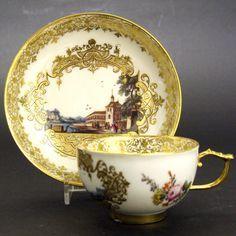 A Fine Century Meissen Porcelain Teacup and Saucer. The Detailed Central… Antique Tea Cups, Vintage Cups, Teapots And Cups, Teacups, Gold Cup, My Cup Of Tea, Tea Cup Saucer, China Porcelain, Tea Set