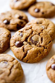 5 Ingredient Flourless Almond Butter Chocolate Chip Cookies - gluten free, vegan (if you replace egg with flax egg) Fluff Desserts, Low Carb Desserts, Gluten Free Desserts, Healthier Desserts, Gluten Free Peanut Butter Cookies, Gluten Free Chocolate Chip Cookies, Chocolate Chips, Easy Cookie Recipes, Dessert Recipes