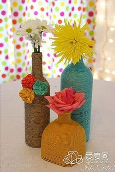 DIY twine/yarn wrapped bottles/vases --> seen this lots of time, but this one is super cute Diy Bottle, Wine Bottle Crafts, Bottle Art, Yarn Wrapped Bottles, Yarn Bottles, Empty Bottles, Cute Crafts, Yarn Crafts, Diy Crafts