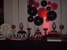 Tematica Love en colores, Negro, Plata y Rojo elegido por la homenajeada Abril... Ideas Para Fiestas, Bar, Candy, Love, Birthday, Black Party, Red Black, Event Organization, Silver