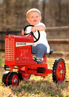 Baby tractor it needs to be john deere Toddler Pictures, Boy Pictures, Boy Photos, Children Pictures, Cute Kids, Cute Babies, Pedal Tractor, Tractor Pictures, Boy Photo Shoot